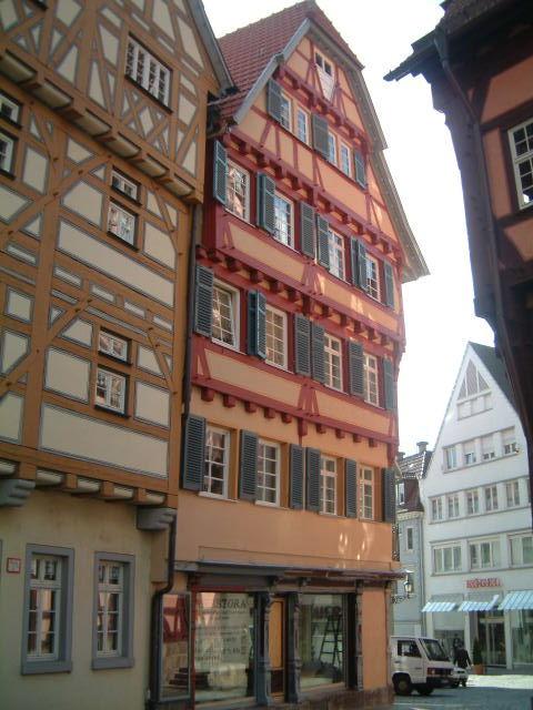 Rathausplatz 11 in Esslingen, Seitansicht mit Teil der Altstadt